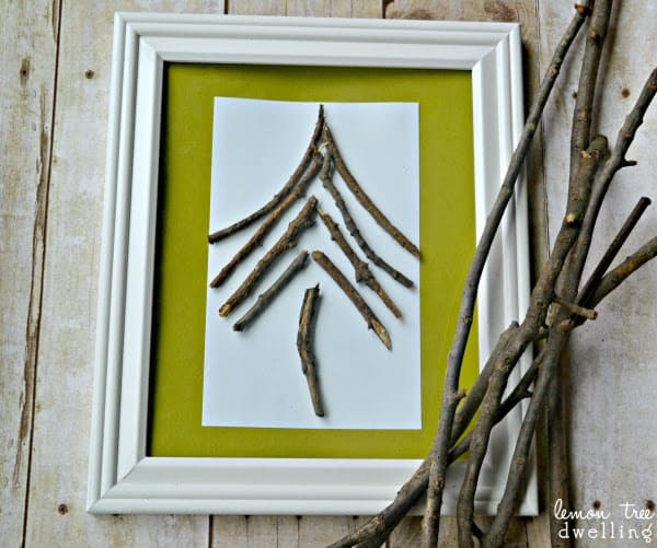 This simple Broken Twig Tree comes together in just minutes and uses natural elements to create a beautifully striking DIY Christmas decoration!