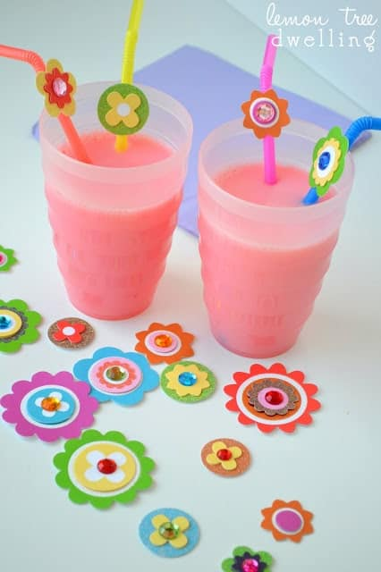 This Spring Straws will brighten up your seasonal drinks! A quick craft to make with the kids and a great way to countdown til Spring!