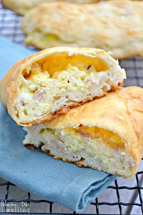 Ham, Egg & Cheese Breakfast Pockets - a delicious breakfast you can eat with your hands! Perfect for a busy morning or breakfast on the go!