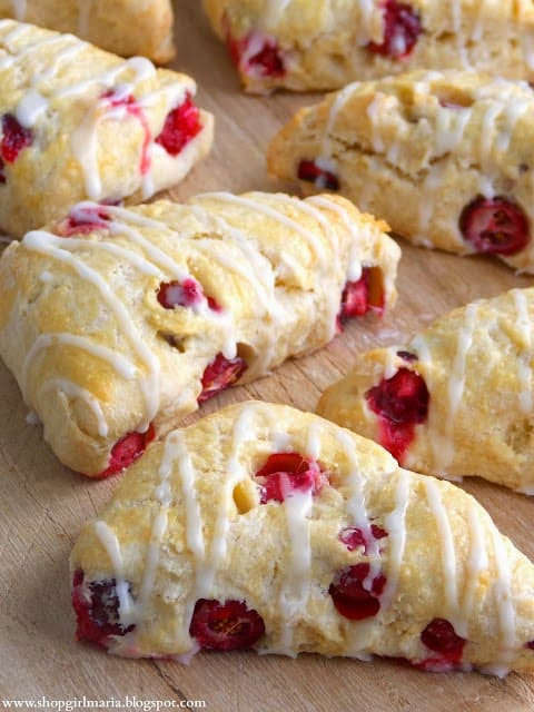 http://shopgirlmaria.blogspot.com/2013/11/fresh-cranberry-mini-scones.html