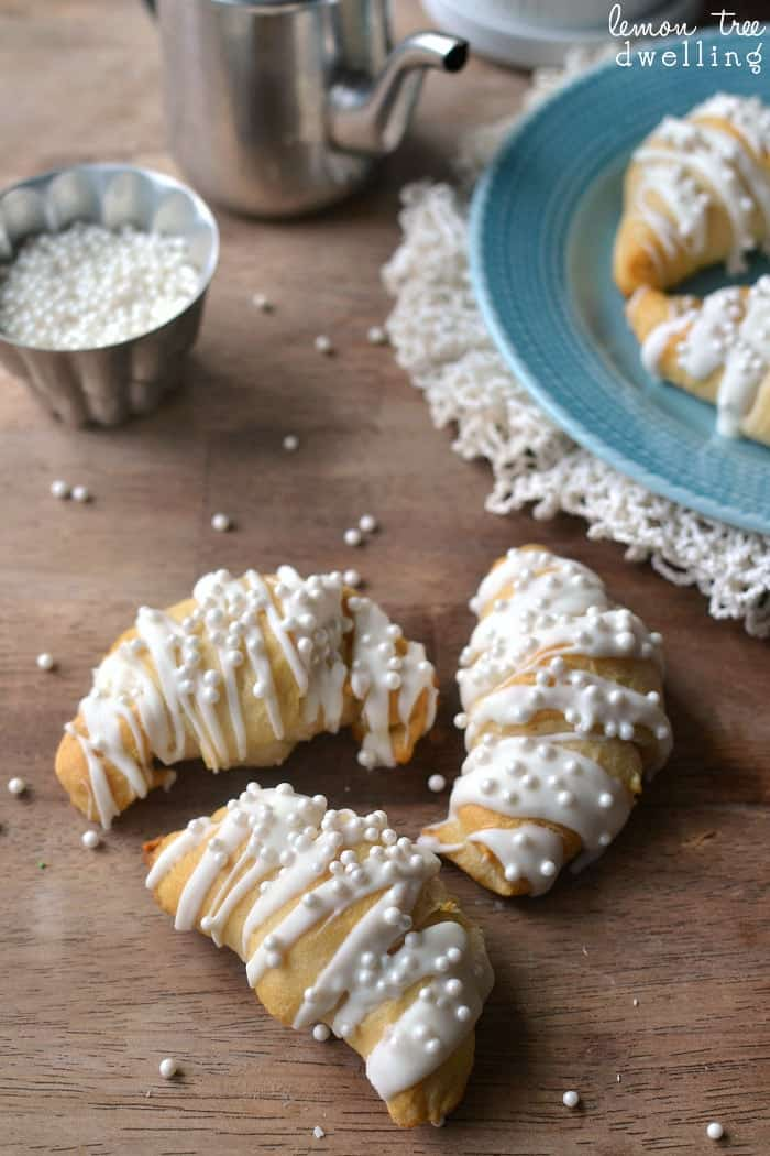 White Chocolate Almond Crescent Rolls will please any crowd and are so simple to make. These easy rolls are not only delicious, they're so pretty, too! Perfect for New Year's morning, a wedding shower, or any special occasion.