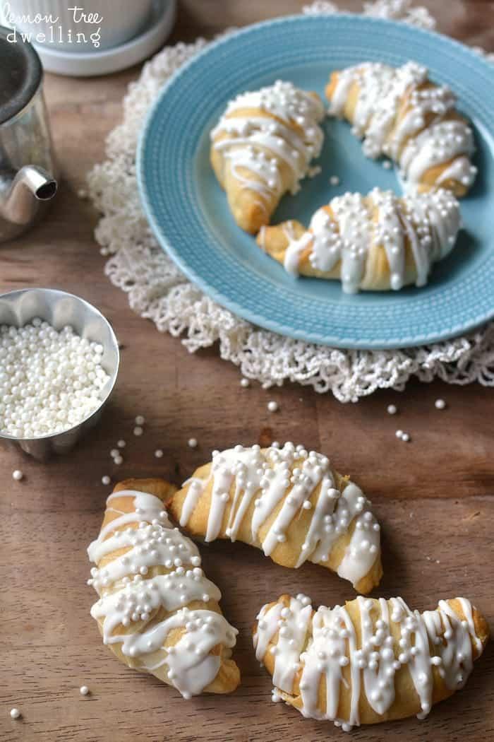 White Chocolate Almond Crescent Rolls - so delicious and so pretty!