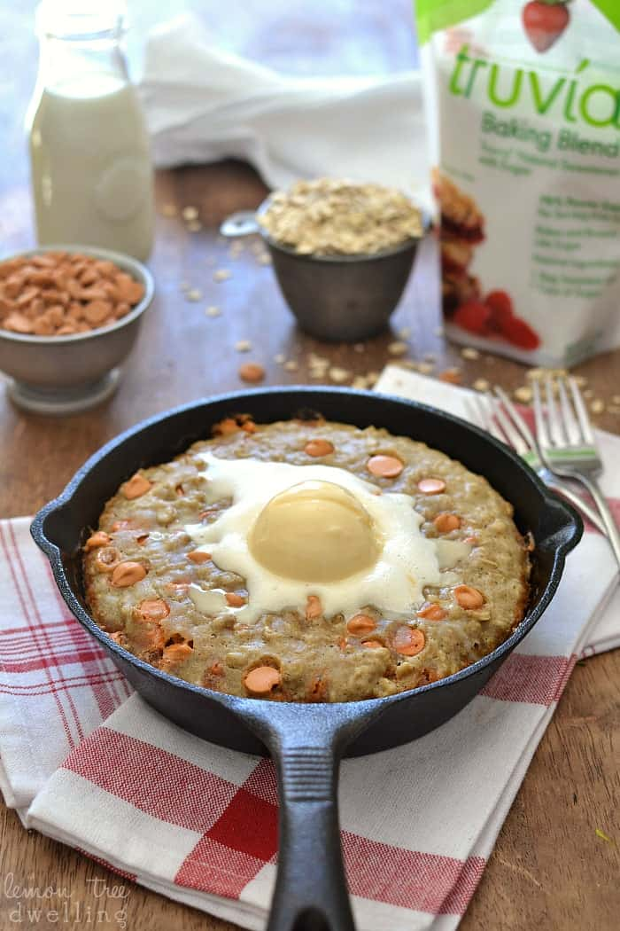 Deep Dish Oatmeal Scotchie Pizookie. This is SO delicious served warm with a scoop of vanilla ice cream! @truvia #truvia #sweetwarmup