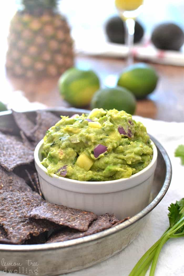 The BEST Pineapple Guacamole! This looks so good for summer!