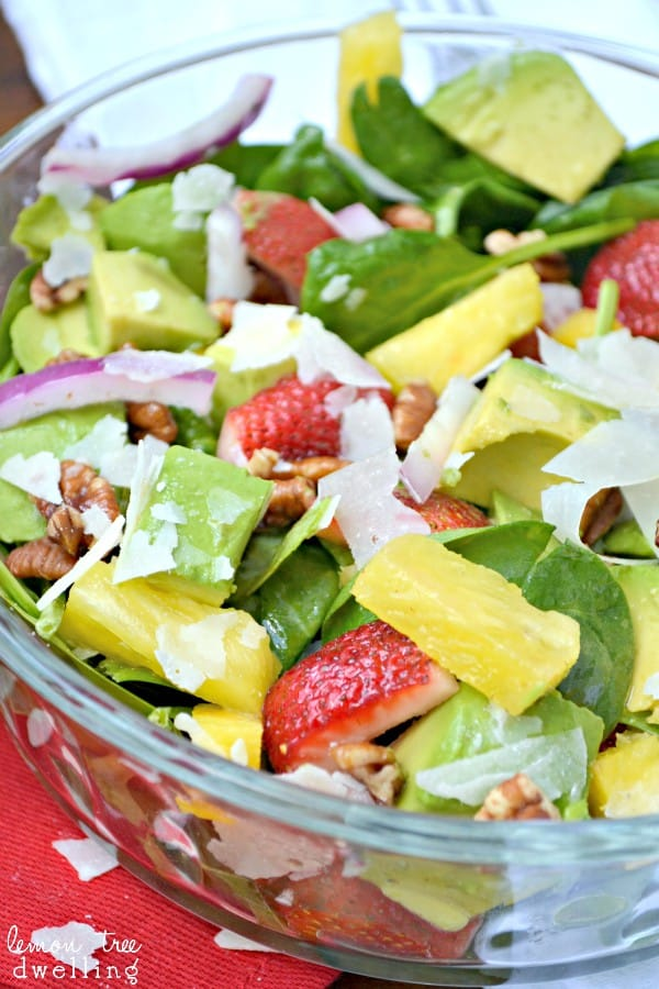 https://lemontreedwelling.com/2013/07/tropical-spinach-salad.html