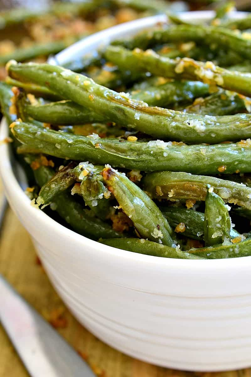 Side view of green beans in bowl