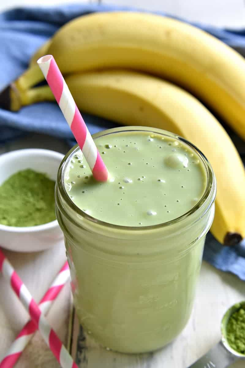 This Vanilla Green Tea Smoothie combines the classic flavors of green tea and vanilla in a rich, creamy smoothie that's both healthy and delicious! Perfect for breakfast or an afternoon pick me up!