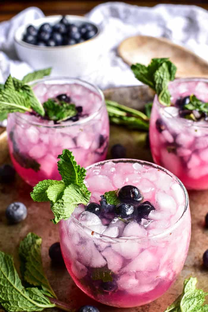 Blueberry Mojitos with ice